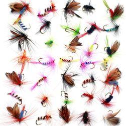 Набор разноцветных рыболовных мух