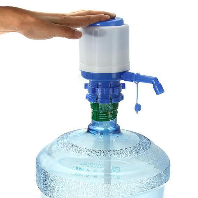 Ruční pumpa k dávkování vody - modrobílá 1