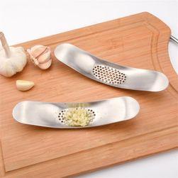 Presă de mână din oțel pentru usturoi