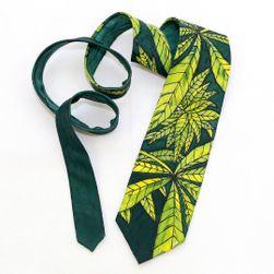 Hedvábná ručně malovaná kravata Omamné konopí