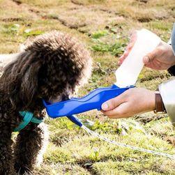 Vizes palack utazásra kutyák számára CW9