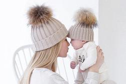 Зимна шапка за мама и бебе
