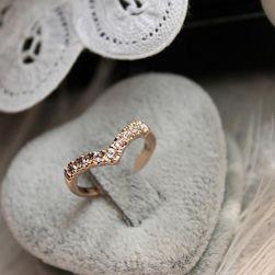 Сърцевиден пръстен с камъчета