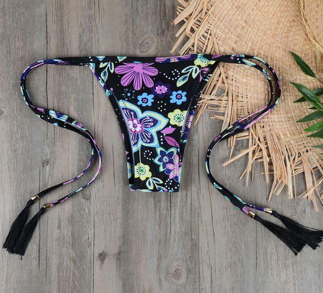 Bikini fodrokkal a melltartón