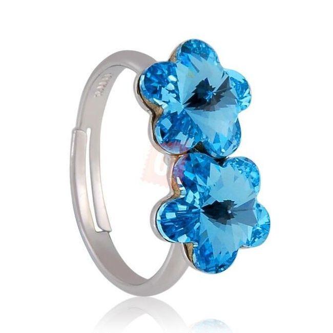 Elegantní prstýnek zdobený modrými kamínky ve tvaru kytiček 1