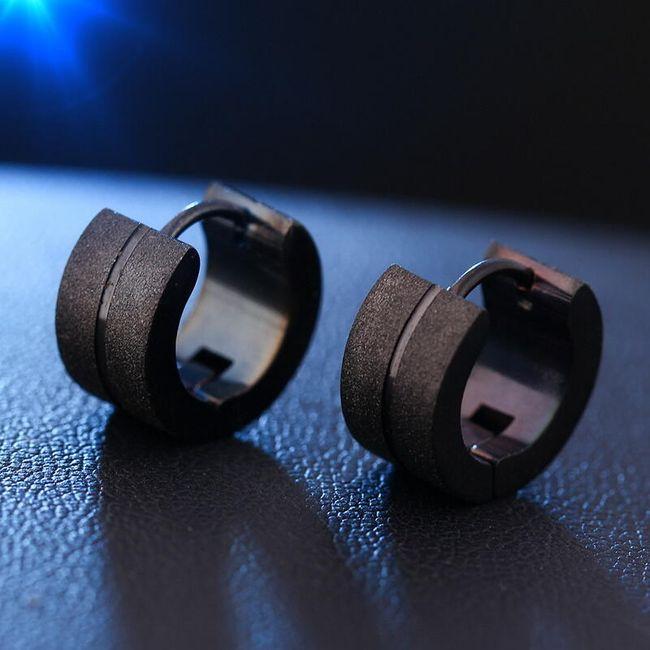 Okrogli uhani v kovinski izvedbi 1