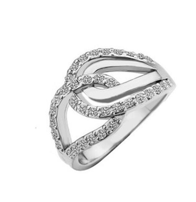 Elegancki pierścionek z pięknym wzorem 1