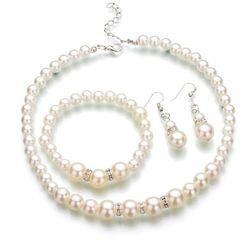 Zestaw biżuterii z sztucznych pereł