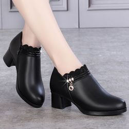 Dámské boty na podpatku GRF475