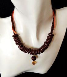 Krátký hnědý náhrdelník