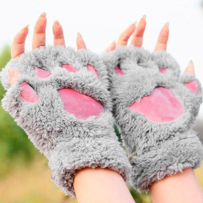 Женские перчатки в форме звериных лапок 1