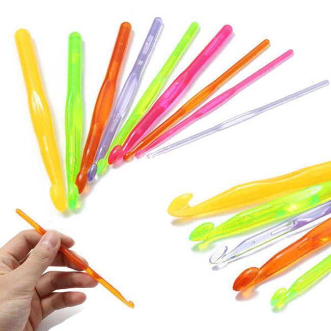 9 plastičnih kljukic za pletenje 1