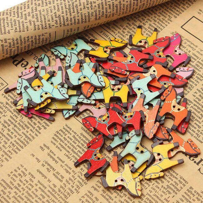 50 броя дървени копчета във формата на пони 1