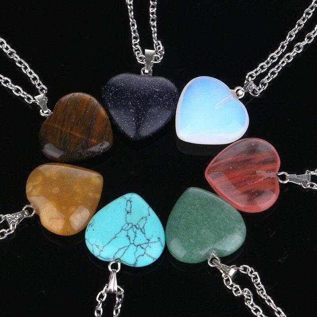 Náhrdelník s přívěskem z přírodního kamene a ve tvaru srdce 1