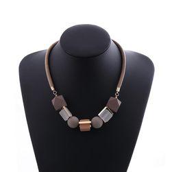 Ожерелье с бусинами разных форм