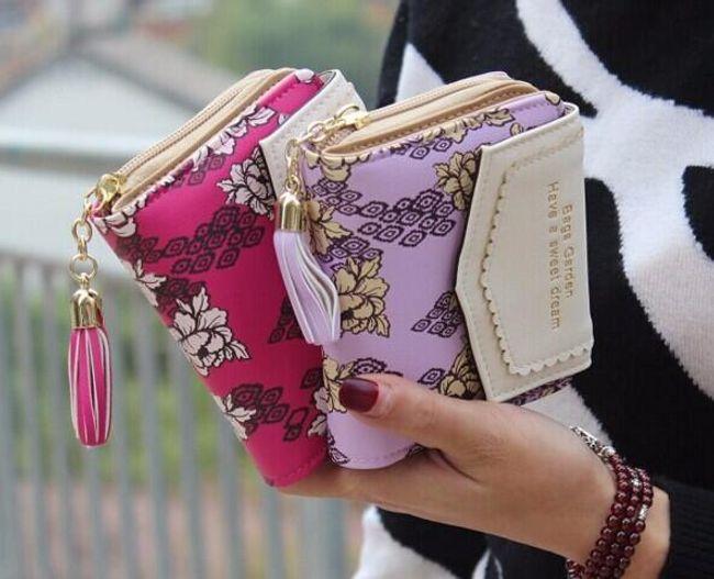 Virágokkal díszített női pénztárca