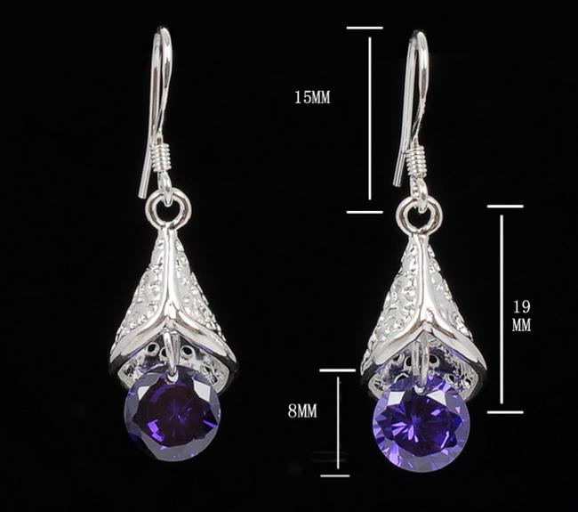 Elegantní náušnice zdobené fialovými třpytivými kamínky 1