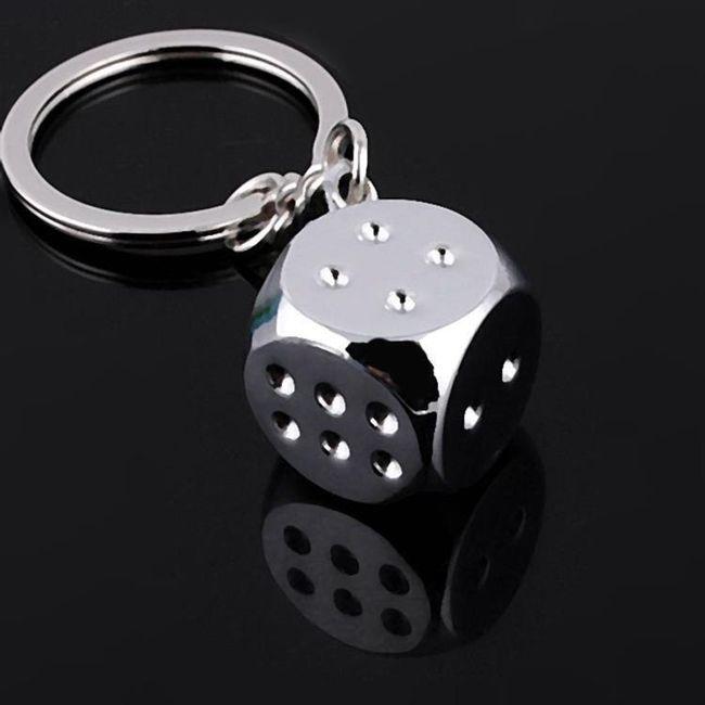 Kovová klíčenka s hrací kostkou 1
