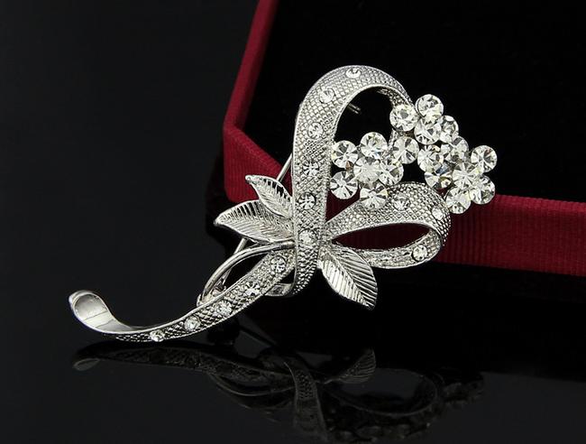 Elegantní brož ve tvaru motýla 1