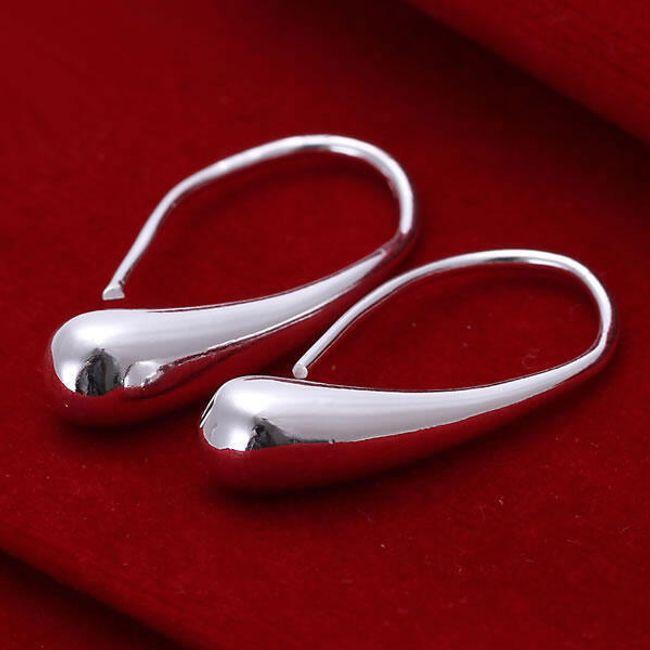 Náušnice s lesklým povrchem - stříbrná barva 1
