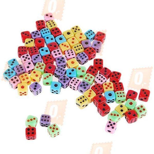 Sada 50 kusů barevných hracích kostek 1