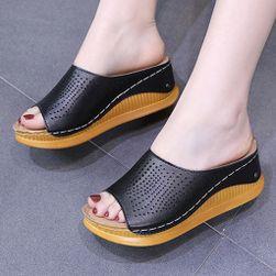 Dámské pantofle na platformě Moya