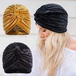 Женская шапка DC36