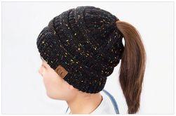 Zimska kapa za dugokose - crna boja