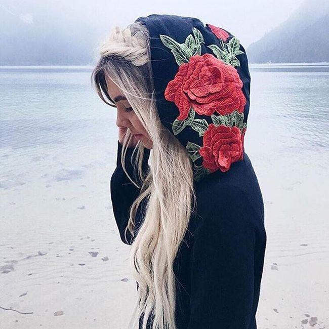 Mikina s kapucí s výšivkou růží 1