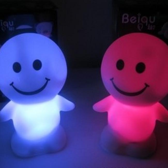 Stylová noční LED lampička 1