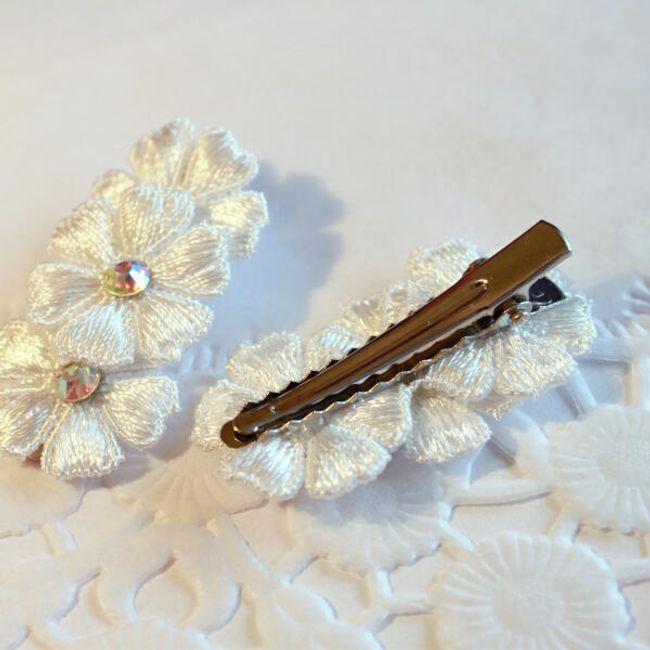 Ozdobna spinka do włosów w postaci kwiatów - biała 1