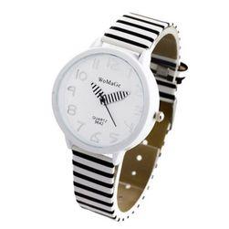 Ženska ura v zebrastem slogu