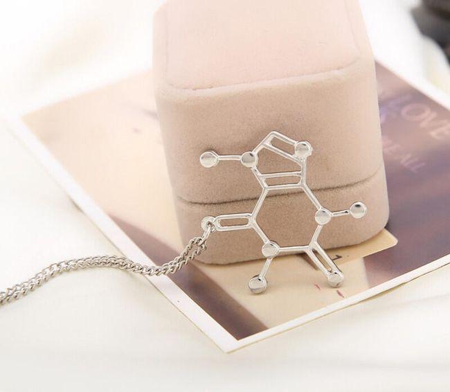 Náhrdelník s molekulou kofeinu 1
