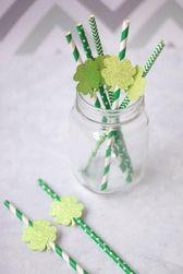 Papírové dekorativní tyčinky se třpytícími se čtyřlístky - 10 kusů
