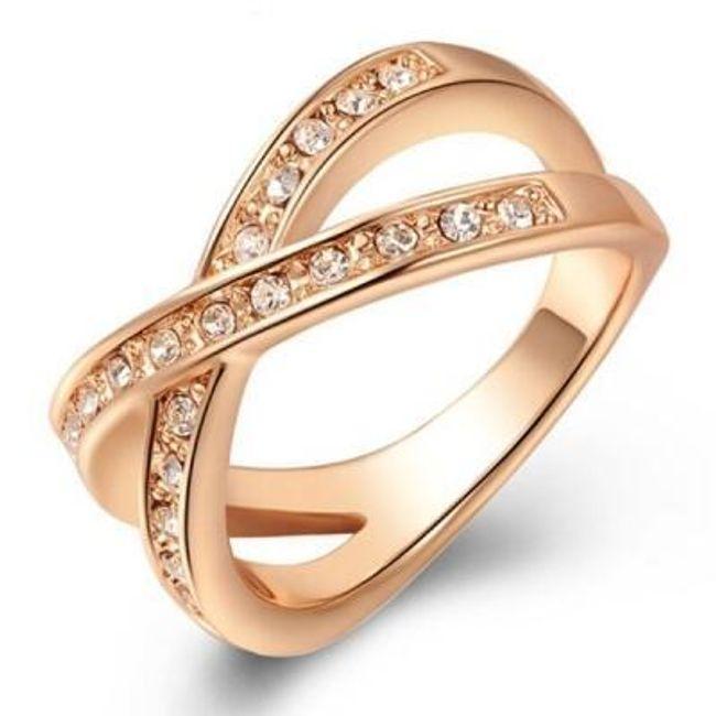 Prstýnek s překřížením a kamínky - zlatá barva 1