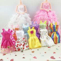 Šaty pre bábiky v rôznych prevedeniach - 10 ks