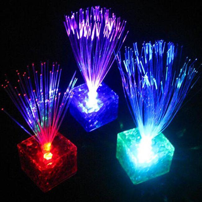 Świecąca LED lampka UFO z siedmioma kolorami światła 1