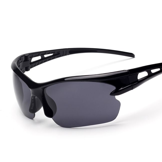 Sportovní brýle v několika barevných variantách 1