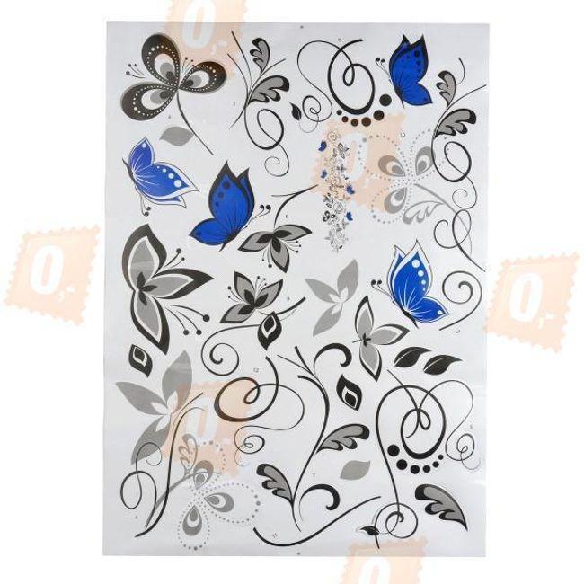 Černobílá květinová dekorace s modrými motýly 1