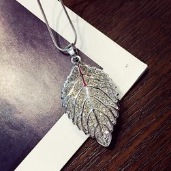 Женское ожерелье VV4