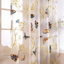 Záclonka na okno s motivem motýlků