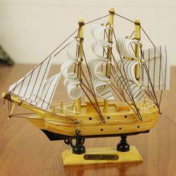 Dřevěný model plachetnice