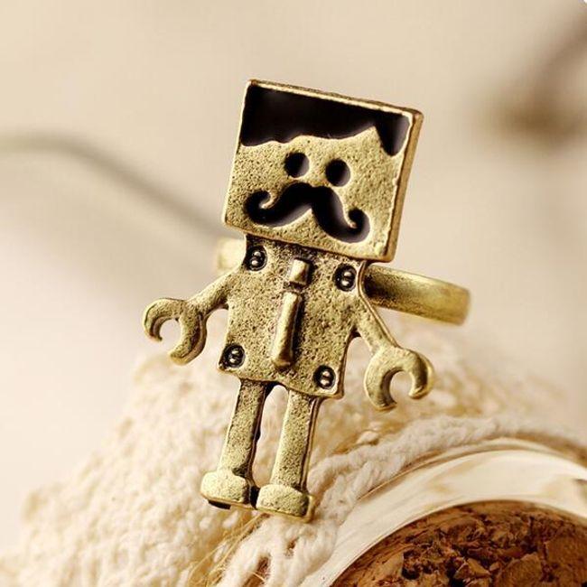 Vintage prstýnek v originálním designu - robot 1