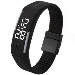 Digitalni sat sa displejem u obliku pravougaonija - crna boja