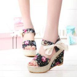 Дамски сандали на клин
