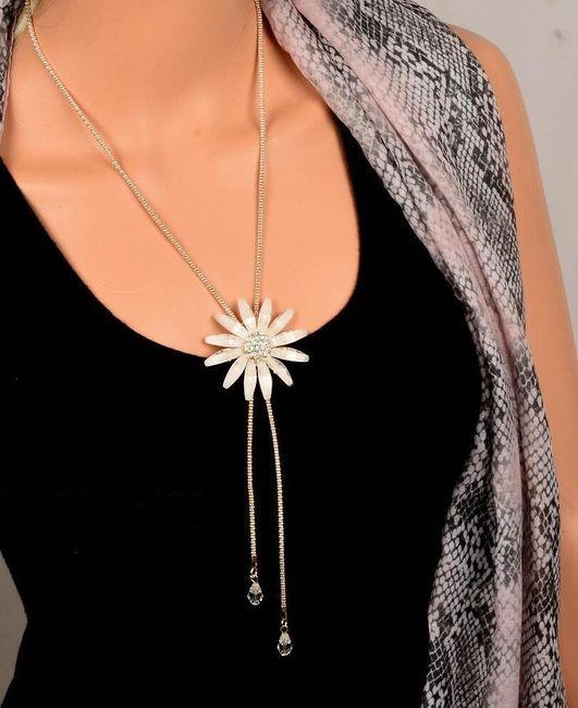 Dámský náhrdelník s nápaditou květinou 1