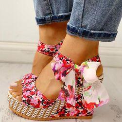 Damskie sandały na koturnie Noemi