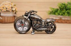 Ébresztőóra motorkerékpár formájában