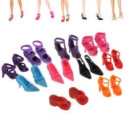 10 чифта обувки за кукли