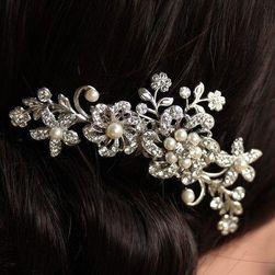 Esküvői frizura fésű gyöngyökkel és kövekkel - több változatban